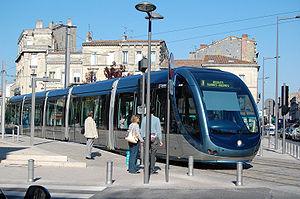 300px-XDSC_7591-tramway-de-Bordeaux-place-Paul-Doumer